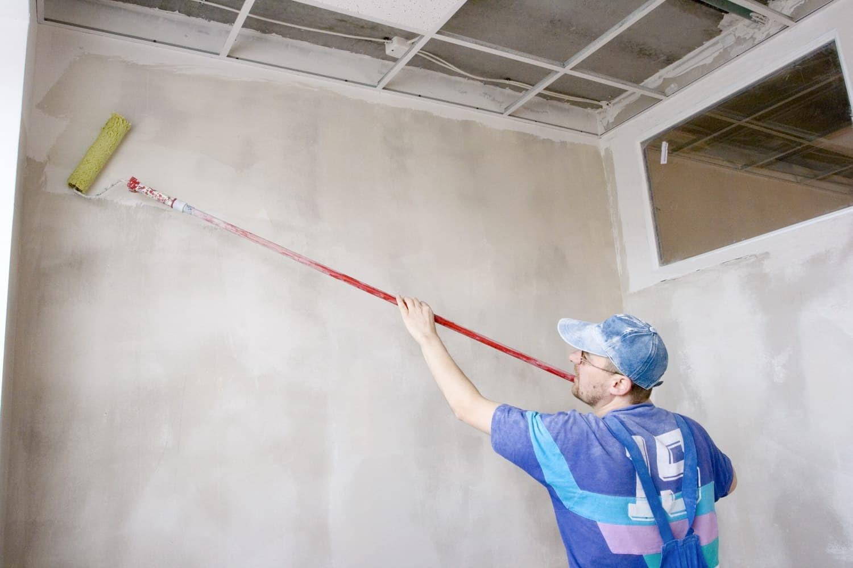 Подготовка стен для нанесения жидких обоев