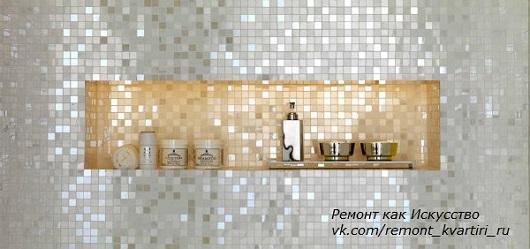 ниша из мозаики (стекло) на стене в ванной комнате
